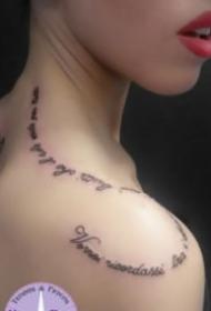 好看的18张女生英文字母纹身图案