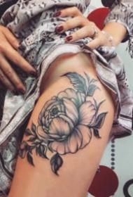 女士大腿侧部性感梵花纹身作品欣赏