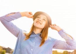 戴帽子的金发美女图片(10张)