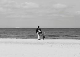 黑白亲子摄影图片(9张)