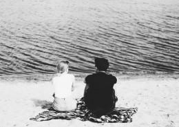 情侣黑白摄影图片(11张)