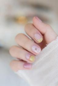 甜甜的春季美甲芬达汽水 燕麦吐司图片