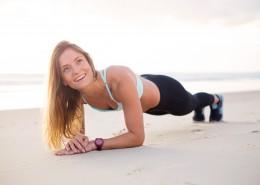 在户外锻炼身体的美女图片(9张)
