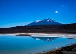 像镜子一样的湖水图片(12张)