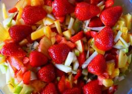 新鲜好吃的水果沙拉图片