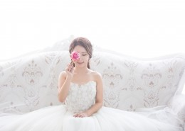 穿着洁白婚纱的新娘图片(12张)