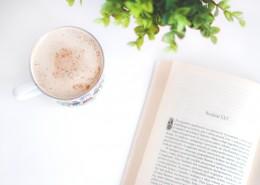 一边看书一边享受下午茶