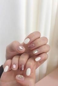 超适合短指甲小仙女们的春季镶钻美甲
