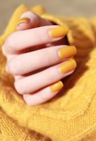 清新可爱的春季芒果色美甲图片欣赏