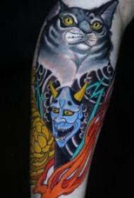 个性日式纹身 男生大臂上彩绘猫和般若的纹身图案