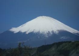有积雪的富士山图片(12张)