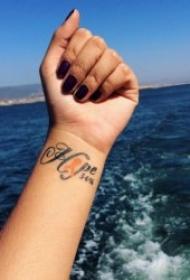 手腕纹身图案 10款简单且时尚的手腕小纹身图案