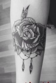 黑色玫瑰纹身图案 10张