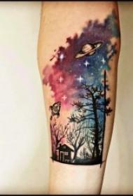 纹身树木的图像  生机勃