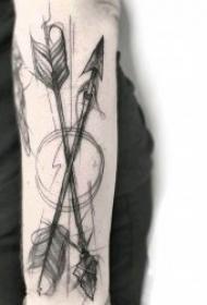 箭纹身 疾如雷电的创意