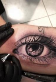 眼睛纹身图案 10张神秘且逼真的眼睛纹身图案