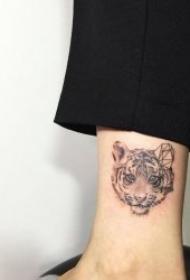老虎纹身图案-10组表情各异的老虎纹身图