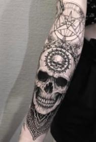 小臂纹身图 包小臂的9张暗黑创意设计纹身图片