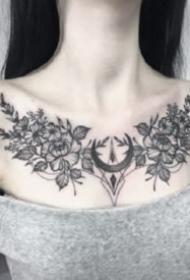 性感花胸纹身 女生胸部性感的肩花和花胸纹身图案