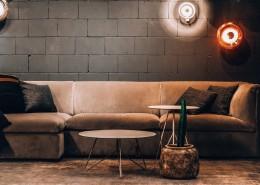 客厅里简洁的沙发图片(1