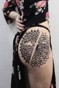 不失性感的几何梵花图形纹身图案