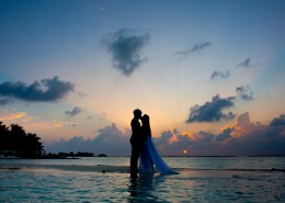 海边的情侣图片(16张)