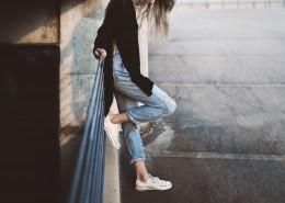 穿牛仔裤的女孩图片(14张)