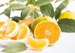 新鲜多汁剥开的橘子图片(8张)