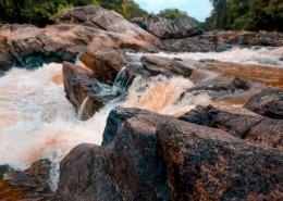 溪流边的岩石图片(10张)