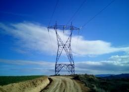 高大的输电线路铁塔图片
