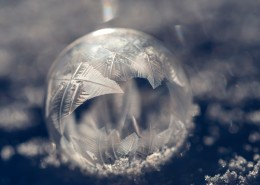 冰冻结成的球图片(13张)
