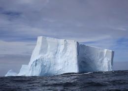 露在海面上冰山图片(14张)