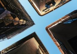 建筑物之间的天空图片(1