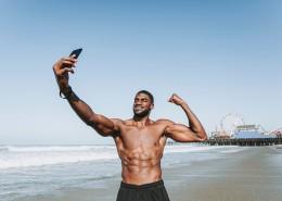 赤裸上身的肌肉男图片(14张)