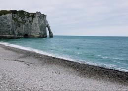 法国埃特尔塔海岸风景图