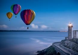 空中飘荡的热气球图片(1