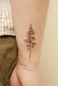 手腕处的一组极简小清新纹身图片