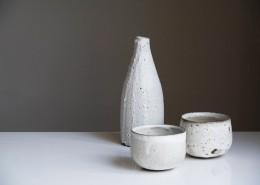 桌子上的陶器图片(14张)