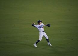 打棒球的运动员图片(18张)