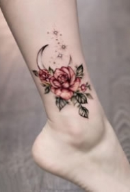 女生脚背和脚踝的漂亮小花卉纹身图片