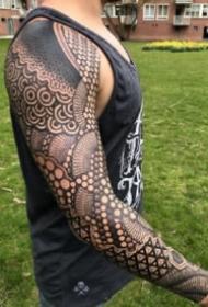 大面积的9款几何图腾点刺纹身图片