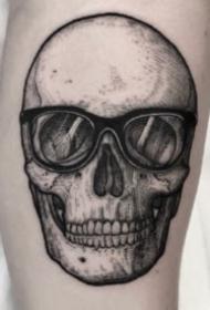 暗黑风格的一组黑灰色骷髅头纹身图片