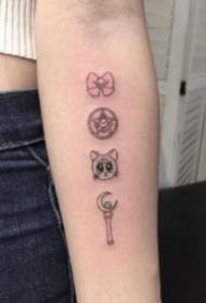 一组美少女战士的变身器权杖纹身图案