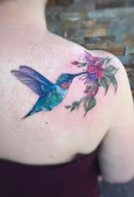 一组艳丽的水彩女生纹身图案欣赏