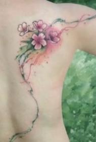 纹身桃花图 小清新的9款女生桃花纹身图案