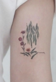 素雅简约适合女生的胳膊上花草线条小纹身
