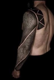 眼花缭乱的9款几何图腾纹身图片