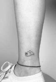 脚踝位置的一组极简小纹身图案赏析