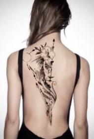 女后背脊椎骨的9款漂亮纹身图片