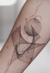 一组小臂上漂亮的线条几何纹身图案